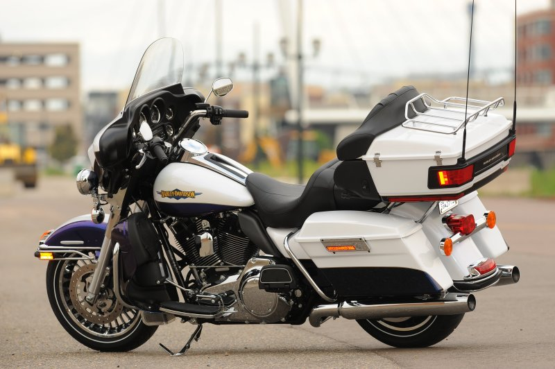 Difference Between Street Glide And Road Glide >> Harley-Davidson 2010: Return of the Wide Glide - 1495 - Bike Reports - Motorcycles-bike.com